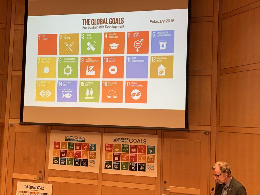 SDGsのロゴデザインやコミュニケーション設計を手がけたヤーコブ・トロールベックさんのプレゼンテーション3