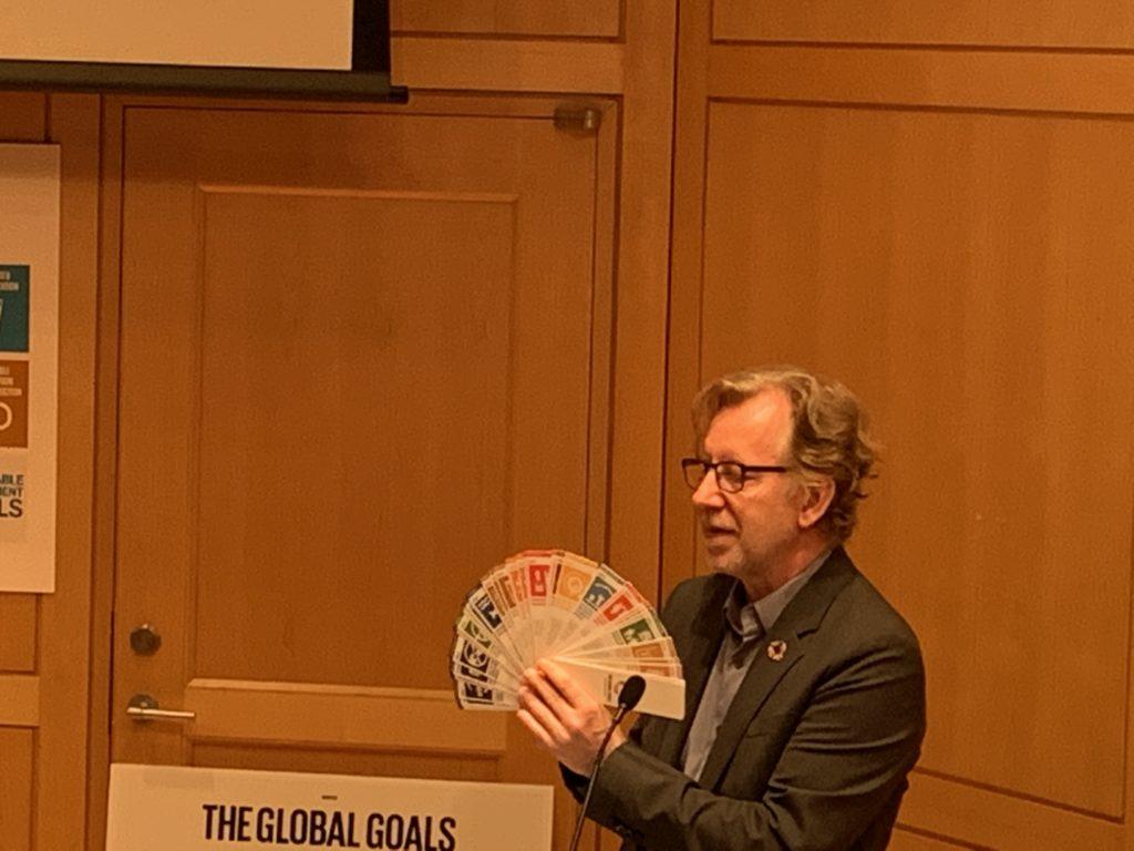 SDGsのロゴデザインやコミュニケーション設計を手がけたヤーコブ・トロールベックさんのプレゼンテーション9